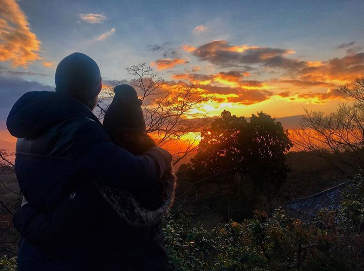 We want to open the year and appreciate the blessings of the past year, experiencing Japanese Hatsuhinode. Japanese believe that Toshigami, a god bringing good luck, appeared with the first sunrise of the year. So with that thank you 2017 for all the ups and downs and here's to a great 2018!! 🎊 Happy New Years everyone!!!