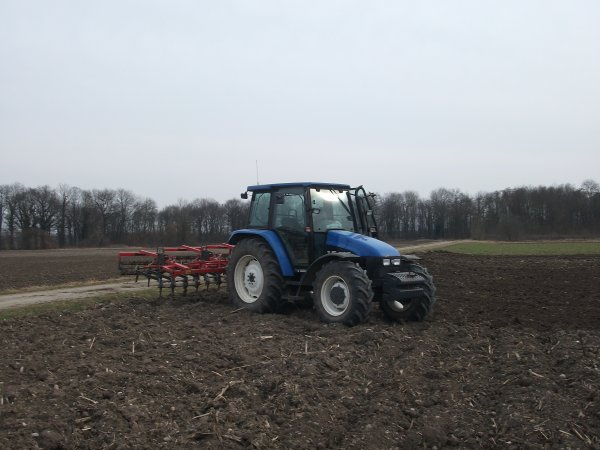 New Holland tl 90 + herse quivogne