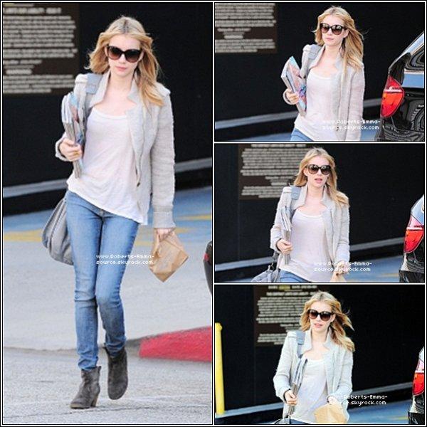 03.03.2011 : Emma se promenant dans Los Angeles