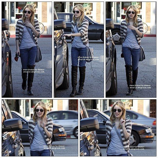 05.03.2011 : Emma faisant les magasins à Venice Beach