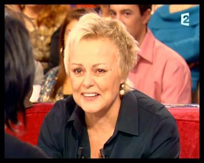 """Passage TV : Muriel Robin invitée à  """"Vivement Dimanche""""."""