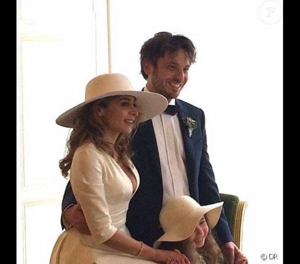 Julie zenatti et sa fille ava lors de son mariage