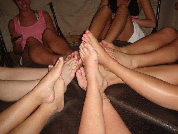 De Magnifiques photos de pieds dans le blog secret qui vous attendent ;)