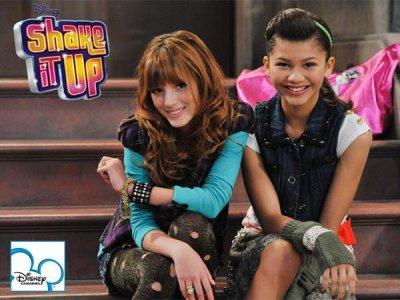 """& Maintenant passons en au personnages de la série la plus populaire du moment avec plus de 6 millions téléspectateurs des le 1ere episodes attention ca va chauffer ! Voici """"Shake it up"""" !"""