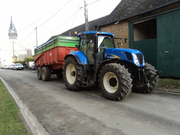 New Hollande T 7040 & Benne Danel 18 tonnes