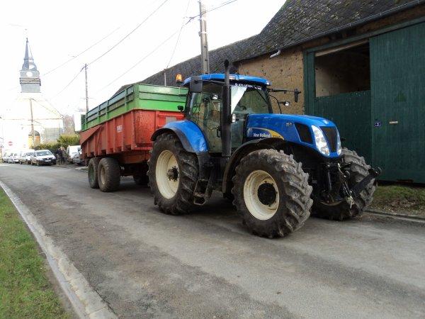 New Hollande T 7040 & Benne Danel 18 tonnes