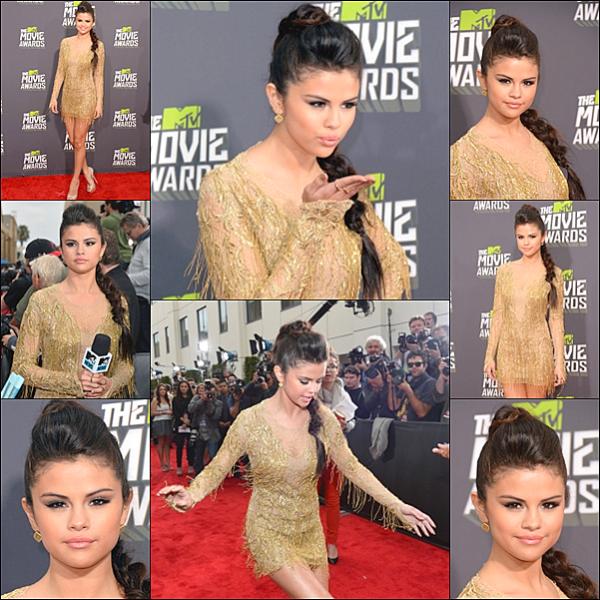 . 14/04/13 : Selena Gomez était présente aux MTV Movie Awards à Los Angeles. Elle a de plus réalisé une performance. 15/04/13 : La jeune femme s'est rendue au The Ellen Degeneres Show afin de promouvoir son nouveau single. 16/04/13 : Direction le plateau de Dancing with the stars. .