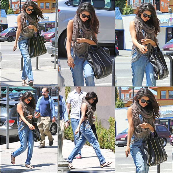 ". 25/04/13 : Selly s'est rendue au studio de ABC pour une apparition sur ""Good morning America"" à New-York. 25/04/13 : Par la suite, la jeune femme a pris l'avion direction Los Angles pour la promotio de Come & get it 26/04/13 : Los Angeles, où Selena Gomez se rendait à Pop physiques (cours de sport) et est ensuite allée à un cours de danse en compagnie de son amie chanteuse Charity Baroni à West Hollywood.  ."