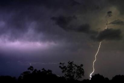 Se protéger de l'orage et l'expliquer aux enfants