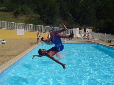 salto et hop piscine