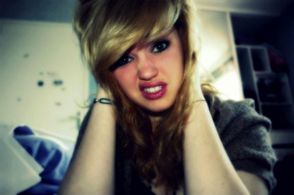 Bonjours, Blandine enchanter. (Recommence tout le blog a Zéro) Oui je suis désormais Blonde!:)