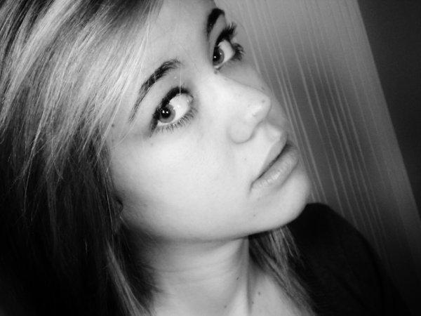 « Tu vois cette larme sur ma joue (?), c'est tout l'amour dont tu te fou ♥ »