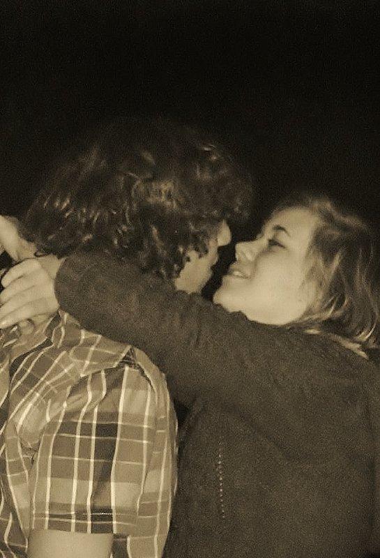 « La vérité, c'est que dès que je te vois, je retrouve le sourire, quand tu me regardes, mon coeur bat plus fort, quand tu me parles, j'ai envie de t'embrasser. Alors non, je ne t'aime pas, c'est bien plus fort que sa. ♥ »