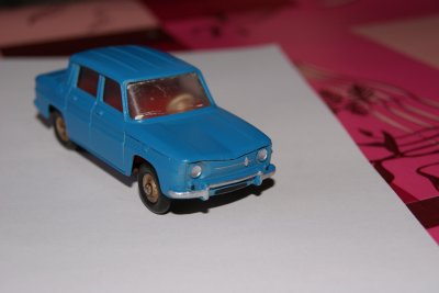 RENAULT 8   DINKY TOYS