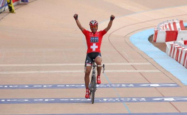 Paris-Roubaix 2010 : Cancellara en Deux dimension.