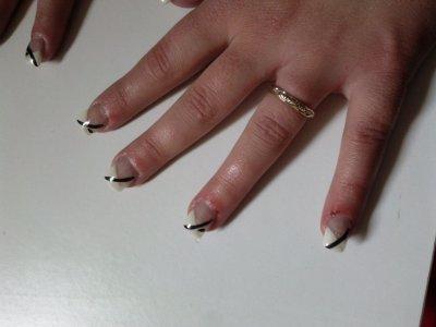 rectification des pouces: reconstruction de l'ongle au chablon avec du gel!!meilleur resultat!!! (Julie)