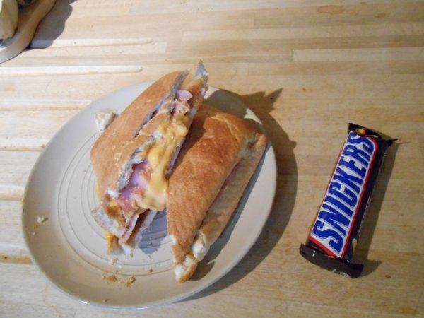 11h21 : Nourriture équilibrée, quand tu nous tiens... (Non je ne poste pas un article sans importance pour pallier mon retard. Non je ne fais pas ça...)