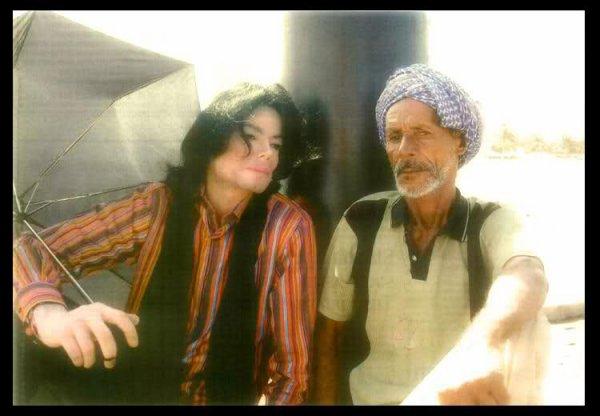 """"""" Dans un monde débordant de haine, nous devons oser espérer. Dans un monde débordant de colère, nous devons oser réconforter. Dans un monde débordant de désespoir, nous devons oser rêver. Dans un monde débordant de méfiance, nous ne devons jamais cesser de croire."""" Michael Jackson"""