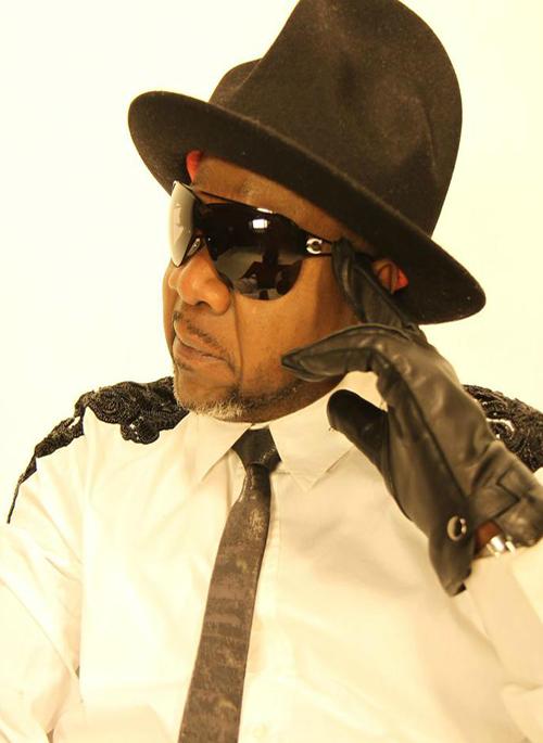 Le roi de la rumba est mort : Papa Wemba, célèbre chanteur congolais, connu en Afrique et dans le monde