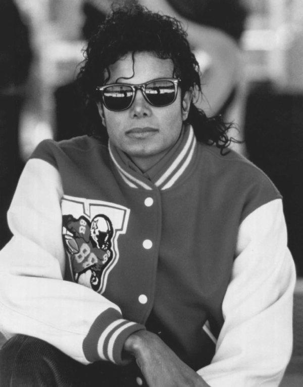"""""""Je ne sais pas si je peux changer le monde... mais au moins, je veux essayer."""" Michael Jackson"""