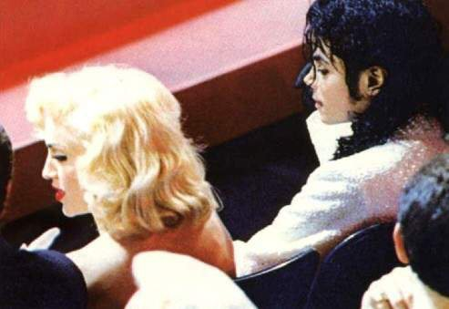 Madonna a avoué avoir embrassé Michael sur la bouche lors d'une soirée à deux, à l'issue de la cérémonie des Oscras