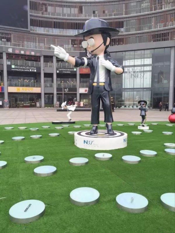 Des statues à l'effigie de Michael Jackson sont exposées en Chine (dans le Sichuan)