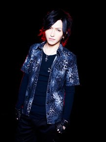 New look d'Alice Nine et images de Shou.