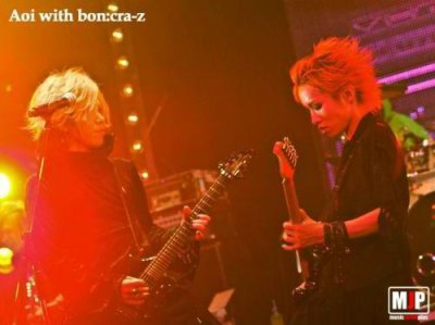 Images de Miku , Shou , Shin , the GazettE et la guitare d'Hiroto.
