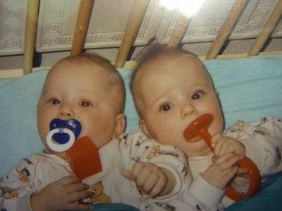 Zwillingsgeschwister sind die süßesten ♥