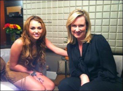 Miley a participé ce matin à l'émission australienne « Sunrise Live », retrouver deux photos des backstages!