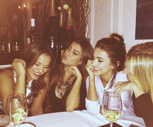 La Team (Aurélie, Diana, Poema, Estelle, Alice, Minna, Amy)