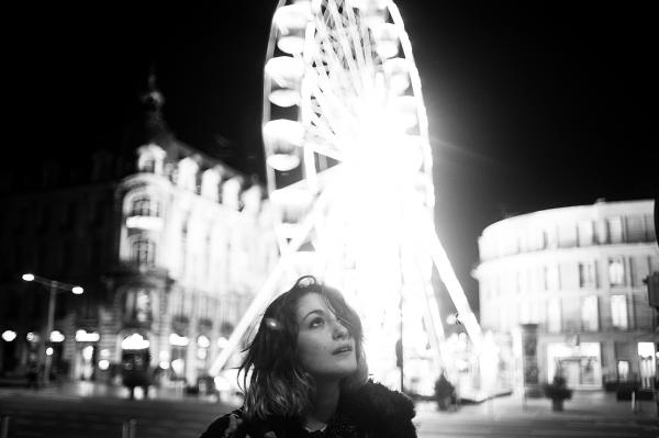 """""""Au-delà des mots, quelque chose parfois nous propulse vers la solitude de l'autre, vers son désespoir, son impuissance ou sa colère, cela même qui ne se partage pas et que l'on croît pourtant reconnaître. Dans cet élan obscur et aveugle, je m'étais souvent laissé faire.""""                                                                                    """"Les Jolis Garçons"""" de Delphine de Vigan"""