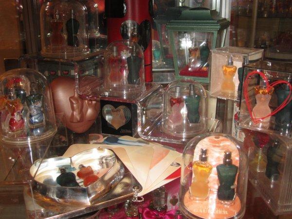 ♥ Gaultier Jean Paul - coffrets St-Valentin - vitrine ♥