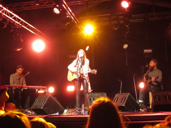 ♫  Amy Macdonald  à Massongex (Valais / CH) ♫  concert acoustique ♫