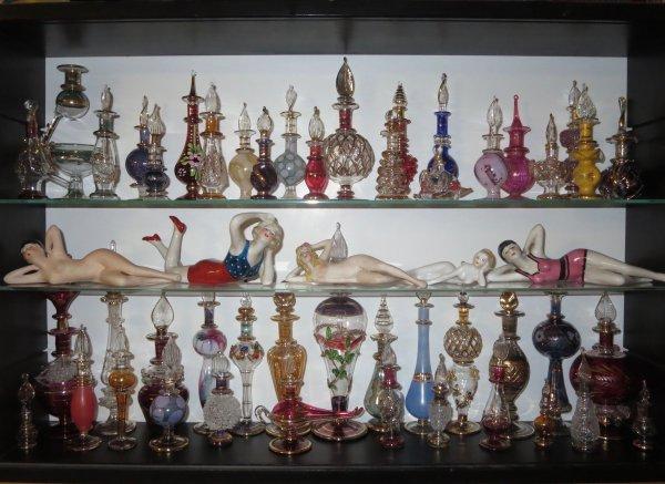 ✿ Egypte - 48 flacons à parfum - vitrine ✿