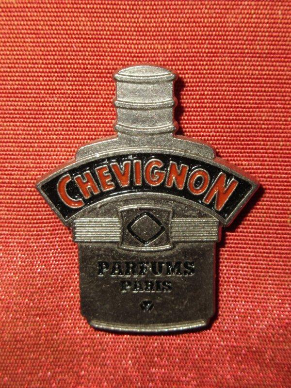 ✿ Chevignon - pin's ✿