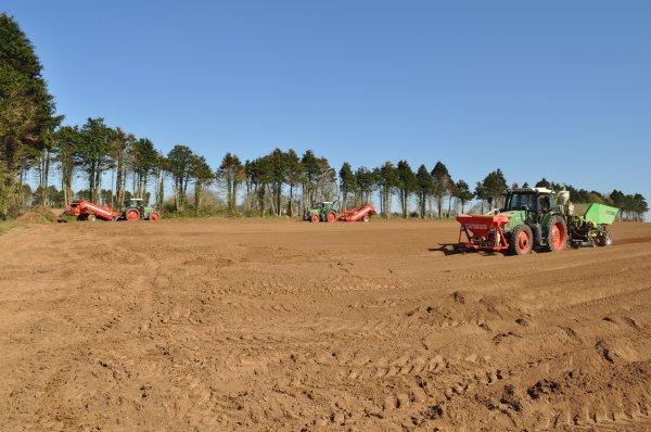 Plantation de pommes de Terre du côté de Ploudaniel !!!