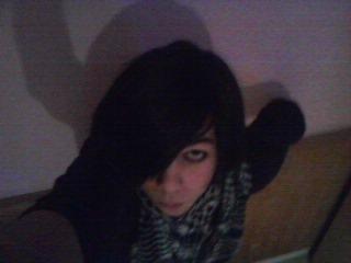new photo de moi :) prise aujourdh'ui le 26/03/2012 !!! xd ^-^