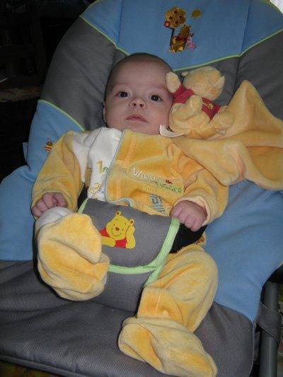 voici mon petit fils,il s'appel warren aaron,il a 3 mois.