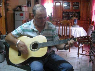 bernard a la guitare