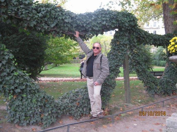 bernard au jardin du luxembourg paris