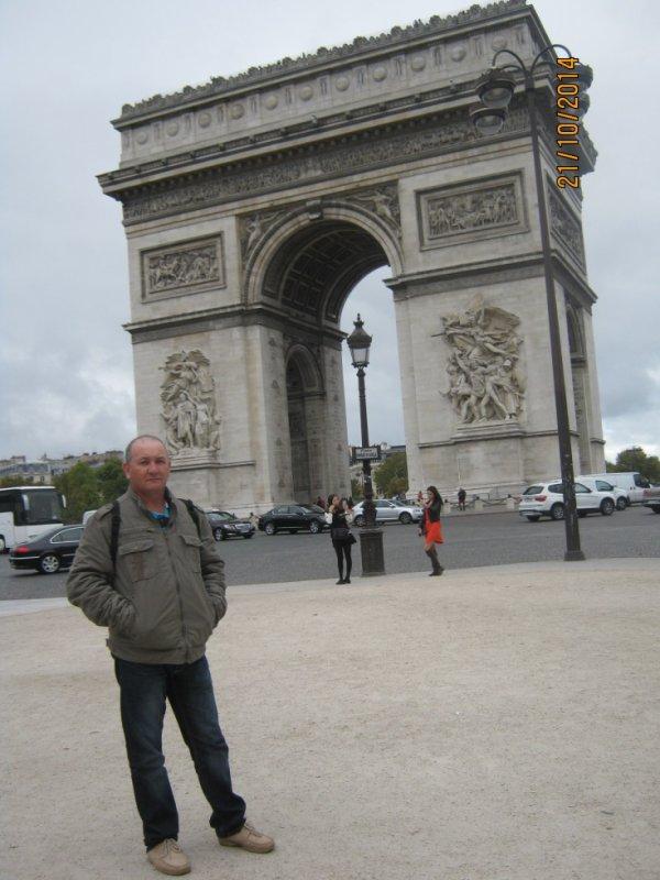 a l'arc de triomphe paris