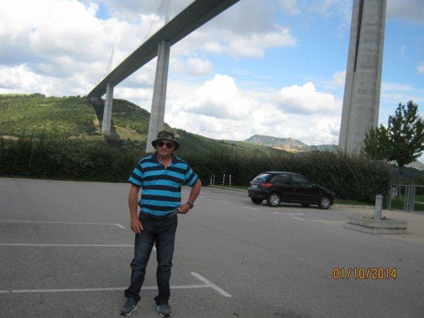 sous le pont de millau