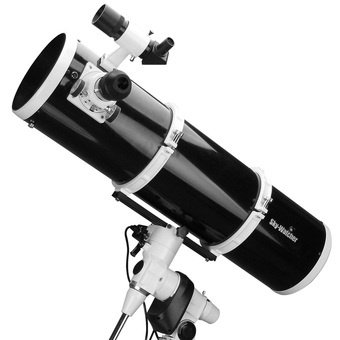 Télescope Newton Sky-Watcher 200 1000 sur NEQ5 motorisée double axe