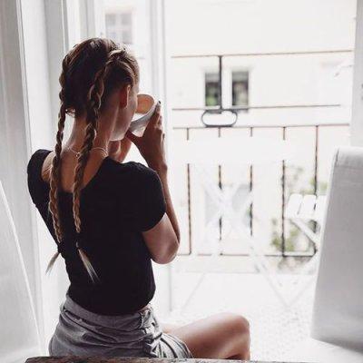 « Loin des yeux loin du coeur, est un proverbe bien menteur, car malgré la distance, c'est à toi que je pense. »