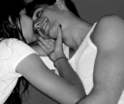 « - C'est quoi ton rêve ? - Que tu m'embrasse sous la pluie, et le tiens? - Qu'il pleuve. »