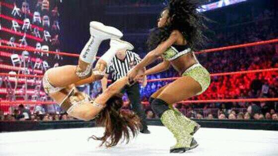Eve Torres vs Naomi