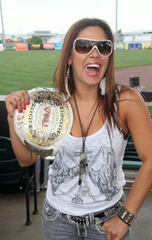 Mickie James Championne