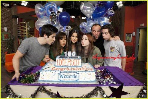 The wizards of Waverly place (Les sorciers de waverly place) fete son 100eme épisode en présence de tous les acteurs principaux <33