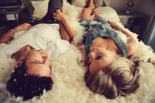 L'amour se parle, même les lèvres closes...